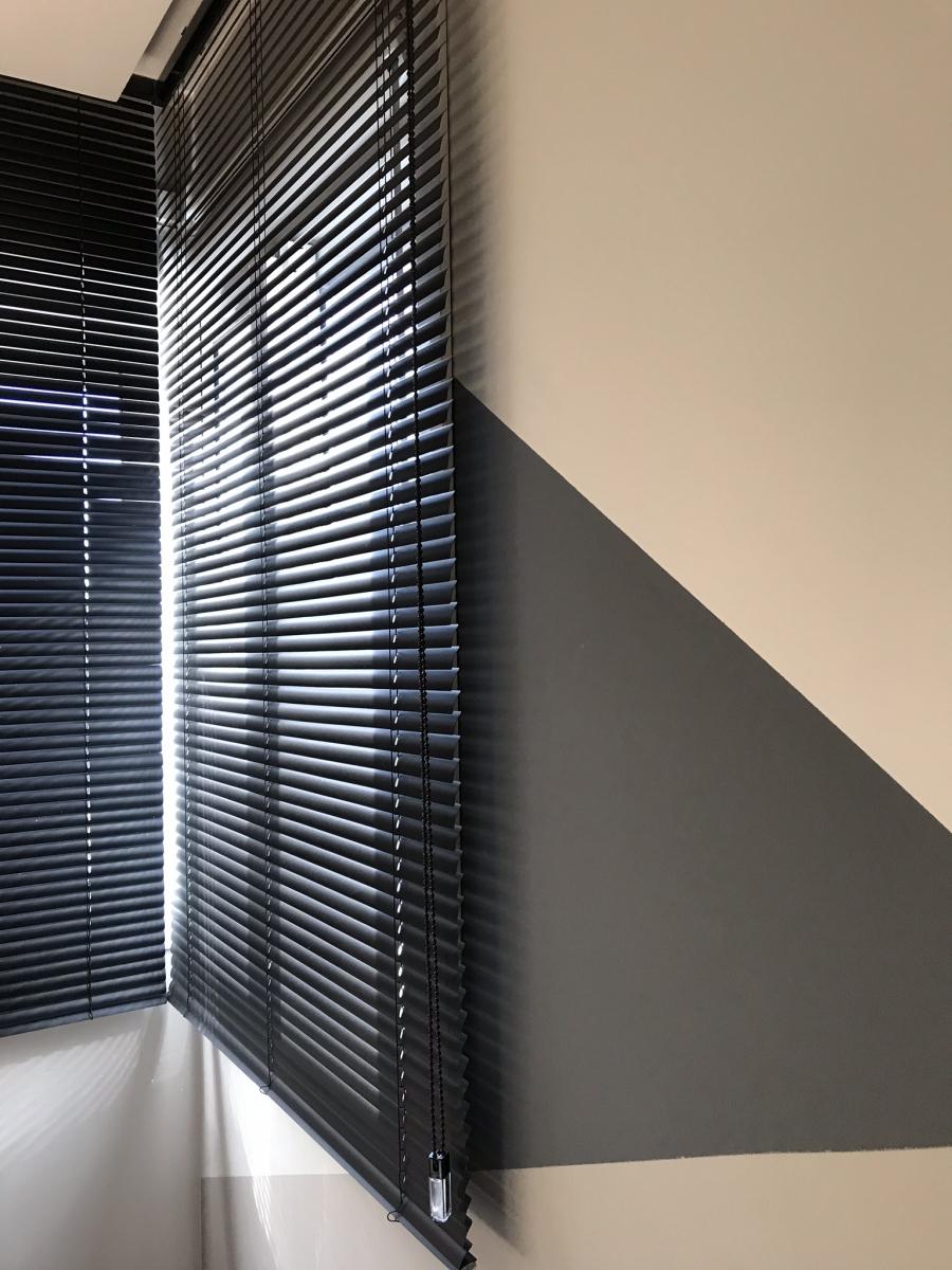 Persiana Vertical 25mm de PVC Preta